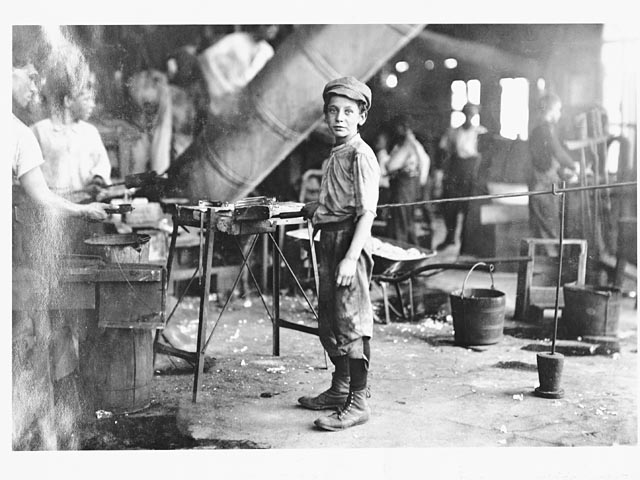 a comparison on the conditions of child labor in america and india There had always been forms child labor in america that ranged from the enforced work of indentured servitude to child slavery but child labor also provided the help needed in farming families and communities child labor was needed in the rural farming areas, dictated by essential daily chores and .