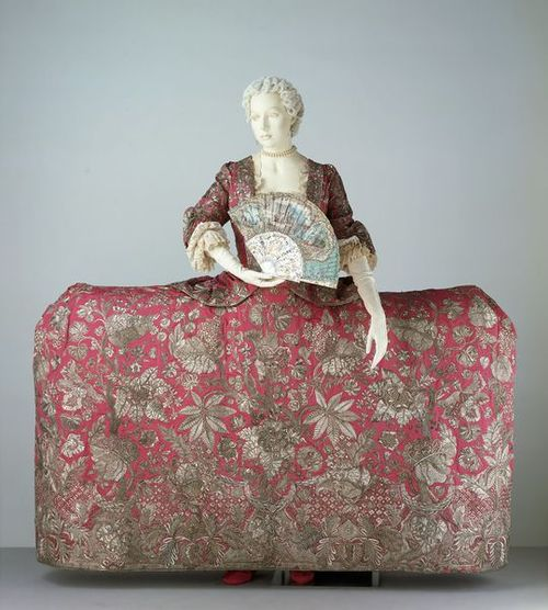 This mantua is a surviving example of English court dress from around 1740.