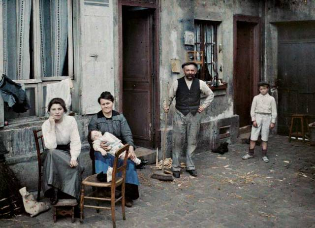 France, Paris, a family in the Rue du Pot de fer, 24 June 1914