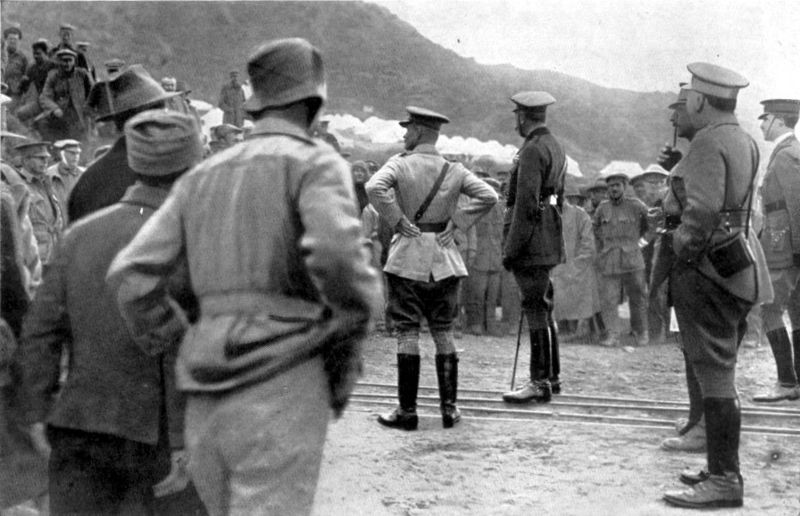 Lord Kitchener speaking to the men at Anzac. General Birdwood (in light jacket) is standing beside him. The tents in the background are a hospital.