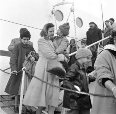 Egyptian Jewish refugees arriving in Piraeus, Greece, on the SS Mecca (1957)